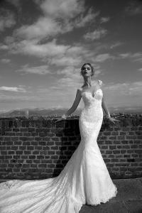 Idea Sposa ti aspetta negli showroom per farti conoscere tutti i modelli di  questa stagione  dalla collezione 2016 di abiti da sposa Alessandra Rinaudo  ... f6d18ec21ff