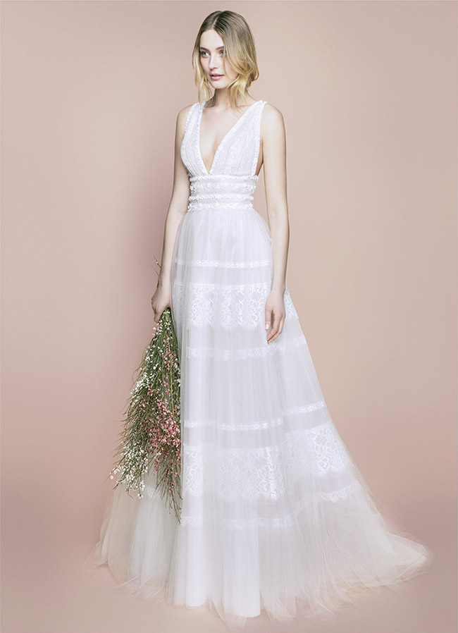 e236942a2 Molte spose preferiscono quello con spalle scoperte, dove il reggiseno è un  piccolo bustino dove si concentra l'attenzione di un abito certamente ...