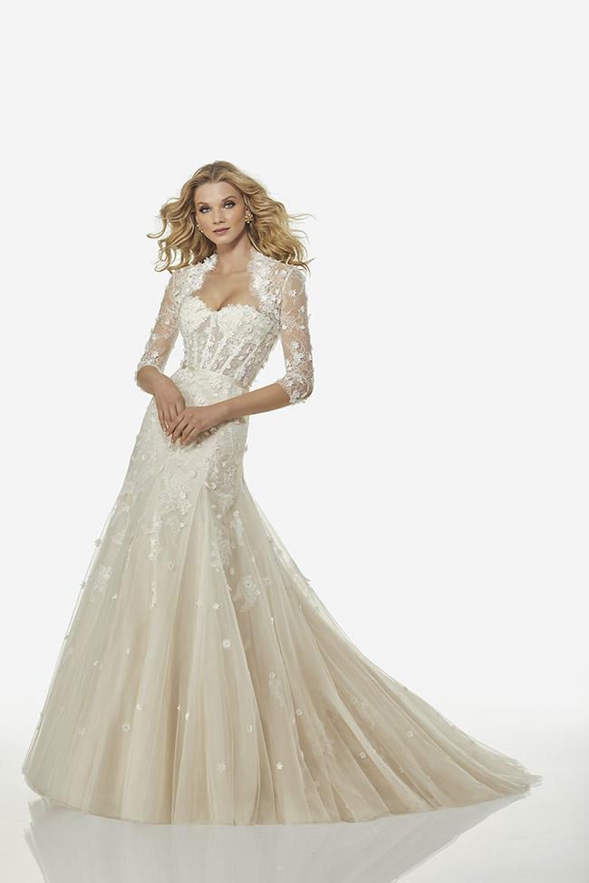 7453179853c8 L abito bianco è quindi l intramontabile